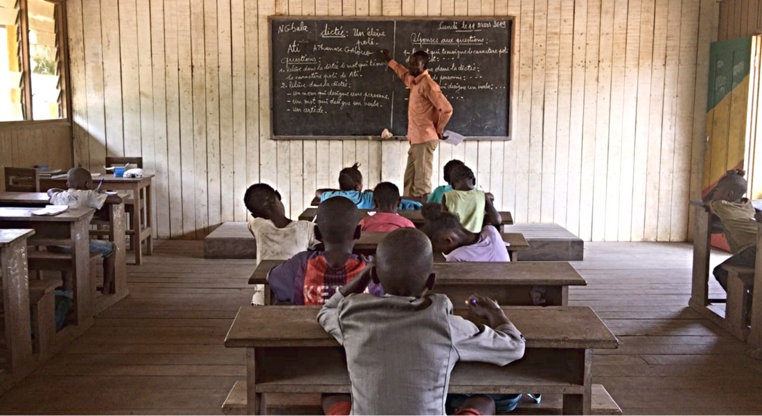 dictee a l ecole autochtone ngombe carrefour
